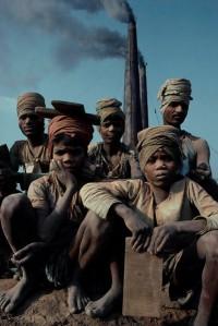 Brick factory workers in Nepal's Kathmandu Valley. (CC Thomas Kelly NC)